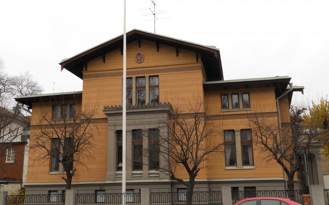Två stilenliga hus på Floragatan i Villastaden
