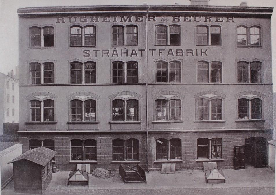 I stråhattfabriken lades mer än två strån i kors