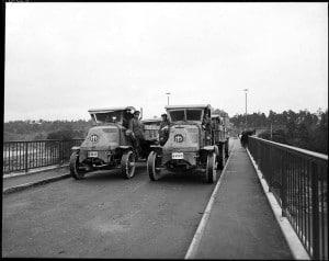 Lastbilar på Stora Essingebron 1928 (Foto Stockholms hamn, SSM)