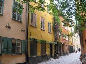 Själagårdsgatan med Själagården i fonden (Foto: Maria Lindberg Howard)