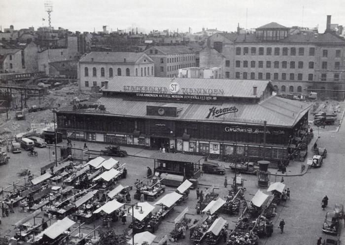 Gamla Hötorgshallen 1953 som snart ska rivas (Bild: SSM)