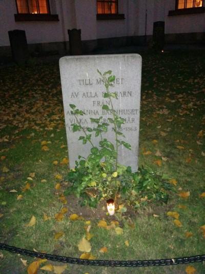 Barnhusets gravsten (Foto: Maria Lindberg Howard)