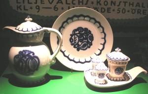 Servisen Liljeblå av Wilhelm Kåge (Foto H. Ellgaard)