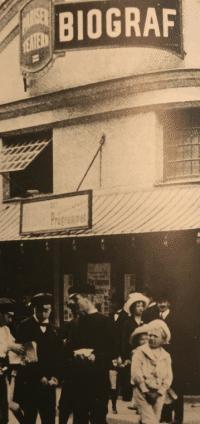 På värdshusets plats öppnades biografen Pariser-Teatern 1911.